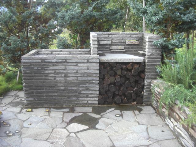 鉄平石のバーベキューコンロ