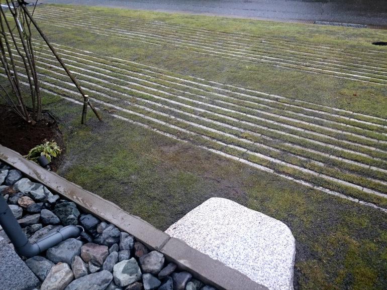 緑化ブロックの駐車スペース