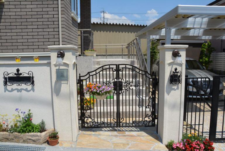 門柱と鋳物門扉