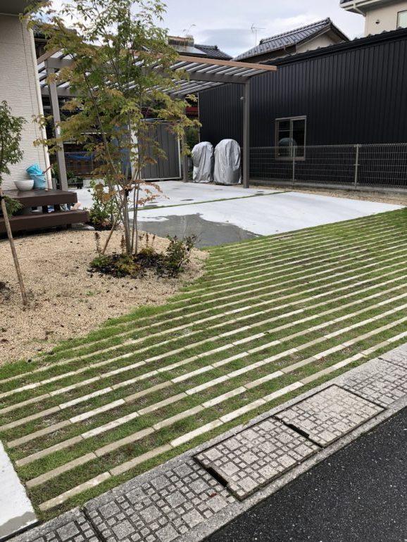 駐車スペースもお庭