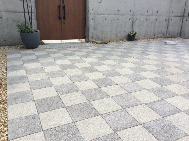 市松模様の敷石