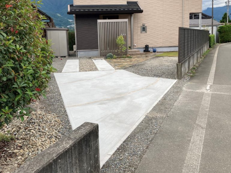 駐車スペースから道路までの舗装